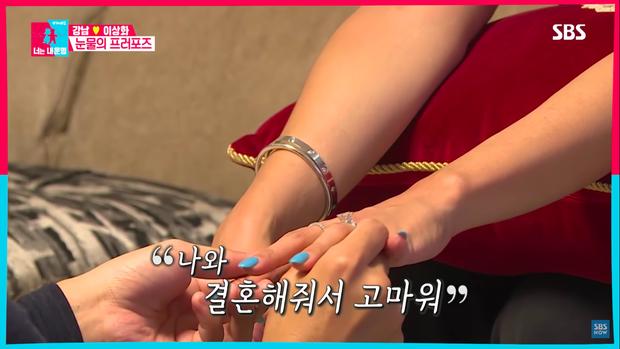 Giảm 15kg để cưới vợ, nam ca sĩ Kpop lại khiến Knet há hốc vì nhẫn cầu hôn to-tổ-chảng: Đủ khiến nước mắt chảy ngược - Ảnh 2.