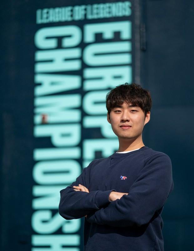Ngắm trọn bộ nhan sắc Bang soái ca - Huyền thoại SKT T1, người được cộng đồng VCS gọi tên nhiều nhất hôm nay! - Ảnh 16.