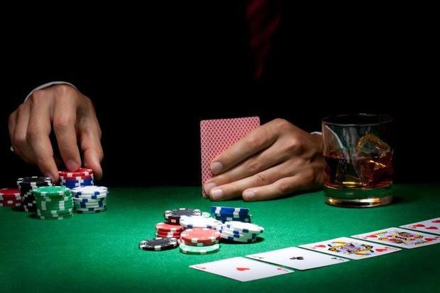 Mất hơn 25 triệu đồng vì game cờ bạc online, người đàn ông 39 tuổi nhảy xuống giếng tự sát - Ảnh 1.