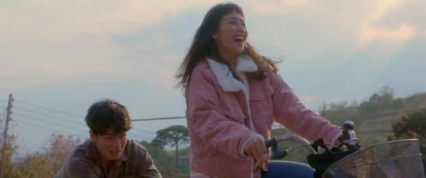 Trạng Quỳnh Quốc Anh đẹp vô thực, siêu tình tứ bên Khả Ngân trong teaser nên thơ Bí Mật Của Gió - Ảnh 2.
