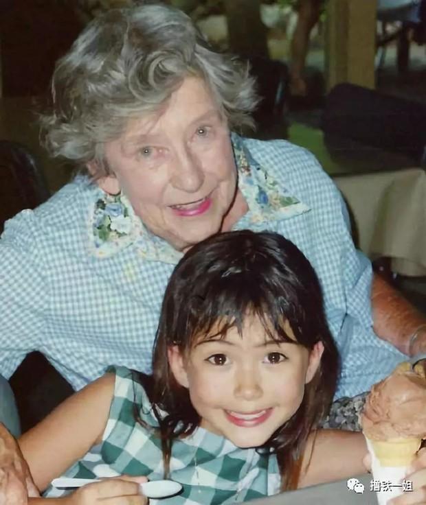 Côn Lăng khoe ảnh bà nội đẹp đến mức báo chí miêu tả tuyệt sắc giai nhân, Châu Kiệt Luân phải khen ngợi hết lời - Ảnh 4.