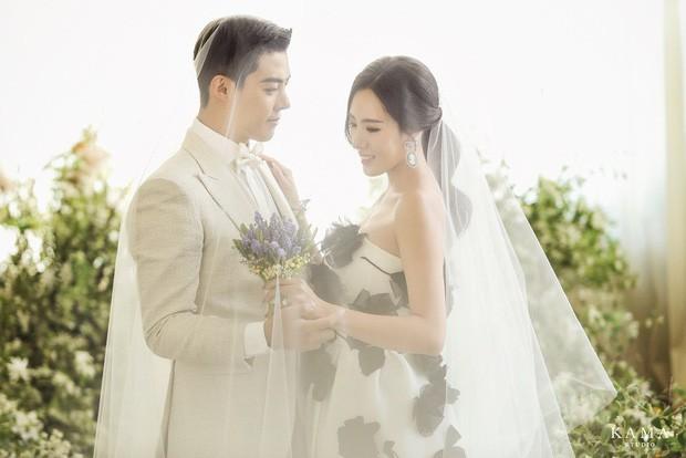 Giảm 15kg để cưới vợ, nam ca sĩ Kpop lại khiến Knet há hốc vì nhẫn cầu hôn to-tổ-chảng: Đủ khiến nước mắt chảy ngược - Ảnh 4.