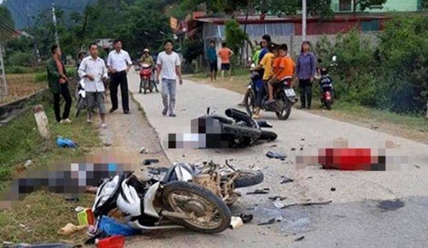 Hai xe máy tông nhau trực diện, năm người thương vong - Ảnh 1.