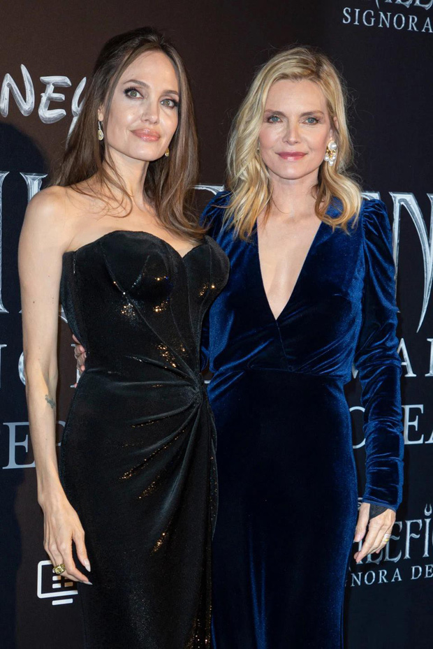 Angelina Jolie lộ ảnh bách hợp hôn môi bà sui ở họp báo Maleficent: Chị chị em em phiên bản Hollywood đây ư? - Ảnh 3.