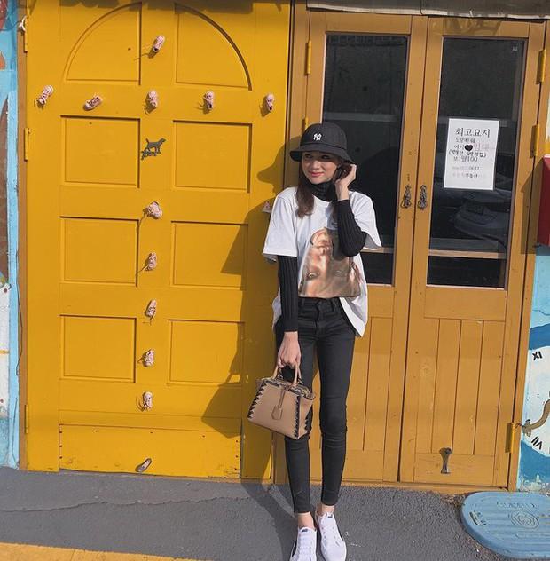 Học ngay 11 set đồ của Hoa hậu Hương Giang để mix quần jeans từ đơn giản đến cá tính - Ảnh 6.