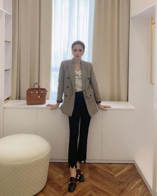 Học ngay 11 set đồ của Hoa hậu Hương Giang để mix quần jeans từ đơn giản đến cá tính - Ảnh 7.