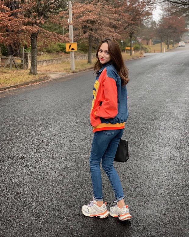 Học ngay 11 set đồ của Hoa hậu Hương Giang để mix quần jeans từ đơn giản đến cá tính - Ảnh 9.