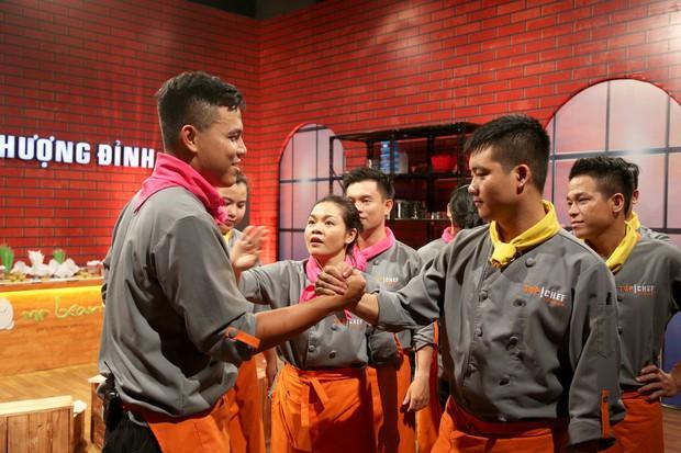 Top Chef Vietnam: Cãi lời đội trưởng, tự ý làm món mình thích, đầu bếp đành gói dao ra về! - Ảnh 7.