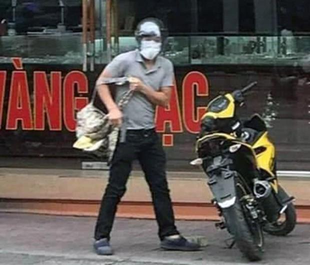 Nóng: Bắt giữ gã thanh niên nổ súng cướp tiệm vàng ở Quảng Ninh - Ảnh 1.