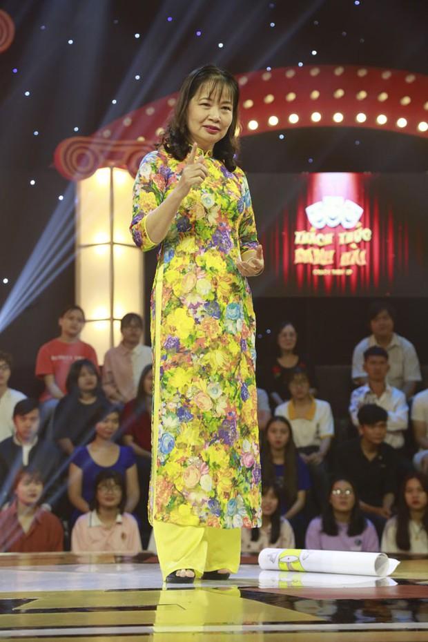 Thách thức danh hài mùa 6 mở màn với nữ giảng viên gây tranh cãi khi liên tục chê bai Trường Giang - Ảnh 2.