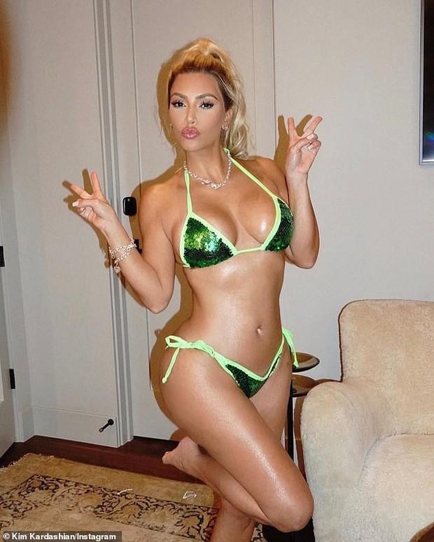 Kim siêu vòng 3 gây sốt với màn cosplay Halloween: Hiếm lắm mới nhuộm tóc vàng, ngoại hình nóng bỏng đến nghẹt thở - Ảnh 4.