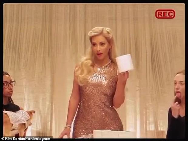 Kim siêu vòng 3 gây sốt với màn cosplay Halloween: Hiếm lắm mới nhuộm tóc vàng, ngoại hình nóng bỏng đến nghẹt thở - Ảnh 6.