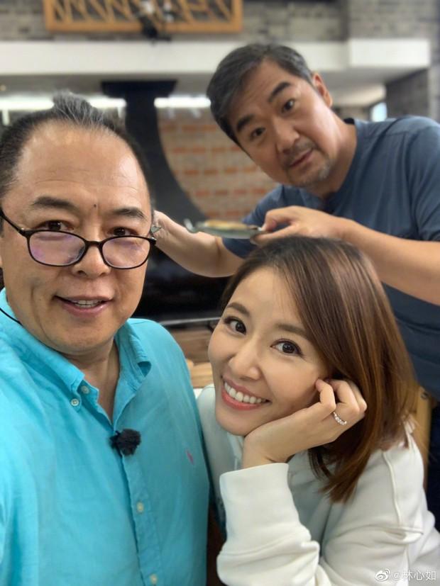 Lâm Tâm Như gợi nhớ cả bầu trời tuổi thơ khi khoe ảnh chụp chung ngọt ngào với ông bố màn ảnh siêu đặc biệt - Ảnh 1.