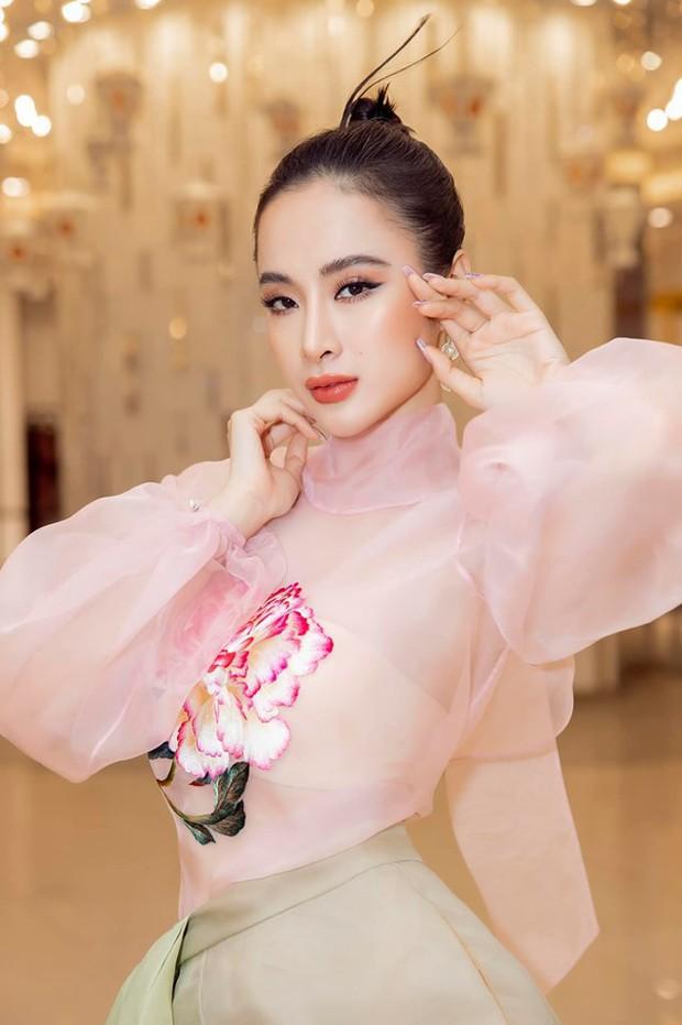 Đụng áo xuyên thấu: Angela Phương Trinh sexy, lúng liếng khác hẳn vẻ trong trẻo của đàn chị Phạm Quỳnh Anh - Ảnh 4.