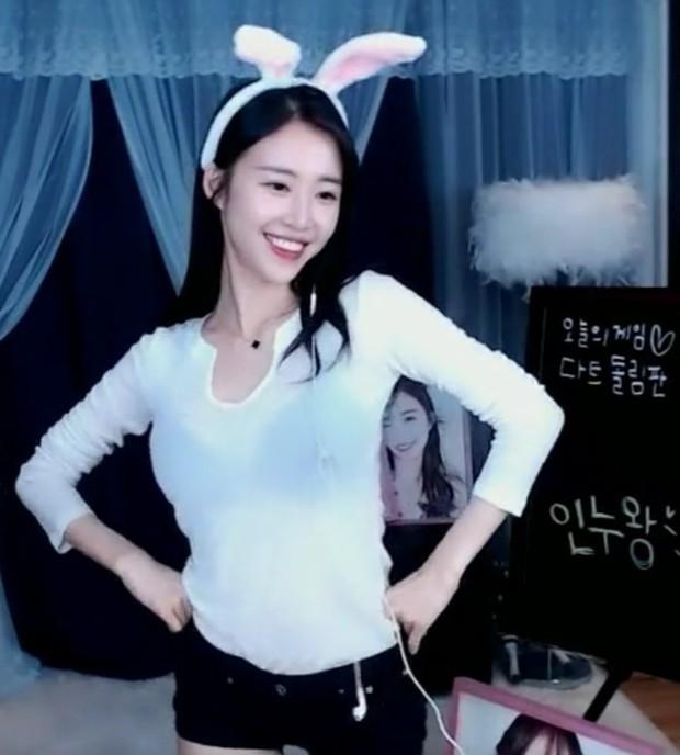Tin sốc giữa đêm: Nữ idol Kpop bất ngờ bị tố lừa tình 20 tỷ đồng, mỹ nhân sexy của Crayon Pop vào diện nghi vấn - Ảnh 4.