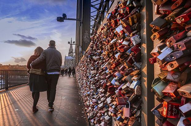 """10 địa điểm """"khóa chặt"""" tình yêu nổi tiếng nhất trên thế giới, không thể không nhắc đến cầu tình yêu ở Việt Nam - Ảnh 2."""