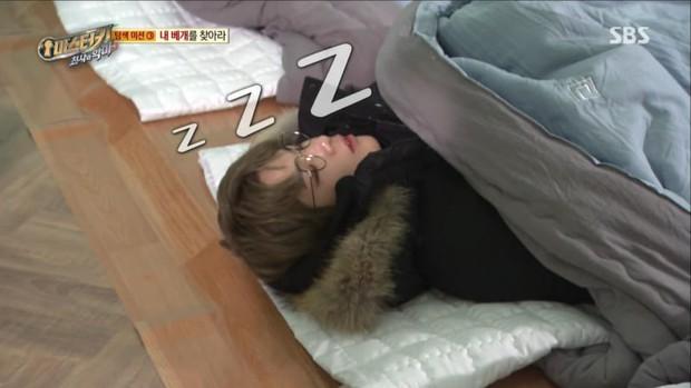 Loạt Idol Kpop phải chạy show quá đà: Lờ đờ, ngủ gục, kiệt sức trên truyền hình - Ảnh 2.