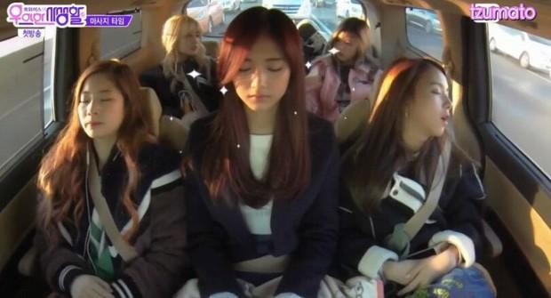 Loạt Idol Kpop phải chạy show quá đà: Lờ đờ, ngủ gục, kiệt sức trên truyền hình - Ảnh 3.