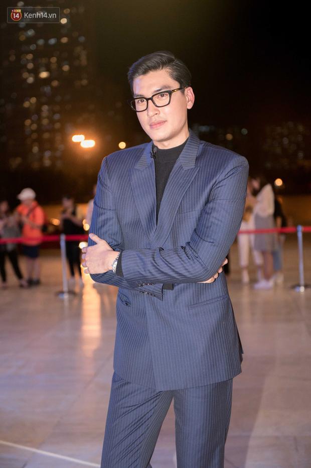 Clip: Theo chân Quang Đại đi dự AVIFW Thu Đông 2019, bạn sẽ thấy làm KOL cũng thú vị lắm đấy - Ảnh 1.