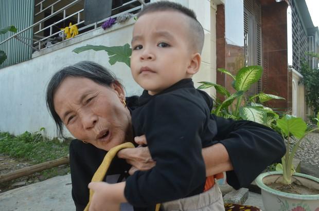 Đằng sau những căn nhà bạc tỷ ở làng xuất khẩu lao động Hà Tĩnh: Nước mắt, trốn chạy, và những phận người nằm lại nơi xứ xa - Ảnh 2.