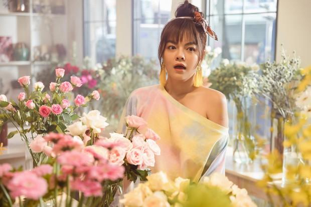 Chẳng còn thơ thơ thẩn thẩn nữa, Phạm Quỳnh Anh mời Trang Hý nhập hội gái ế trong MV mới toanh! - Ảnh 4.