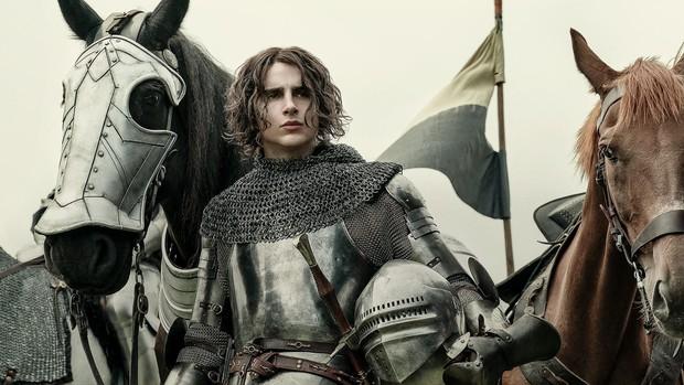 Timothée Chalamet đẹp xỉu nhưng diễn xuất như lên đồng ở The King - Ảnh 4.