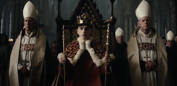 Timothée Chalamet đẹp xỉu nhưng diễn xuất như lên đồng ở The King - Ảnh 6.