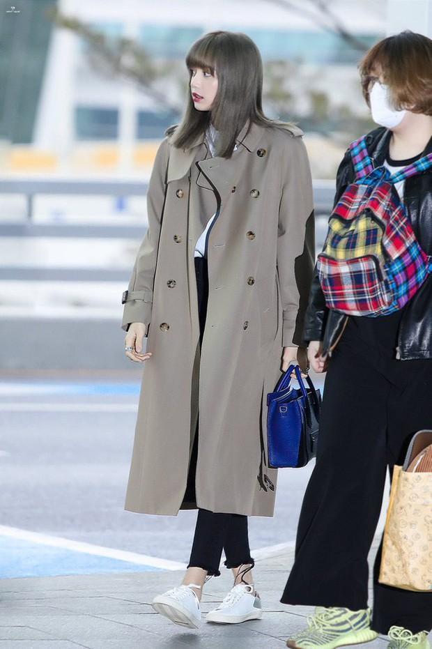 Trời mưa lạnh diện trench coat là chuẩn bài, và để mặc cho đẹp thì bạn phải học ngay các mỹ nhân Hàn - Ảnh 1.