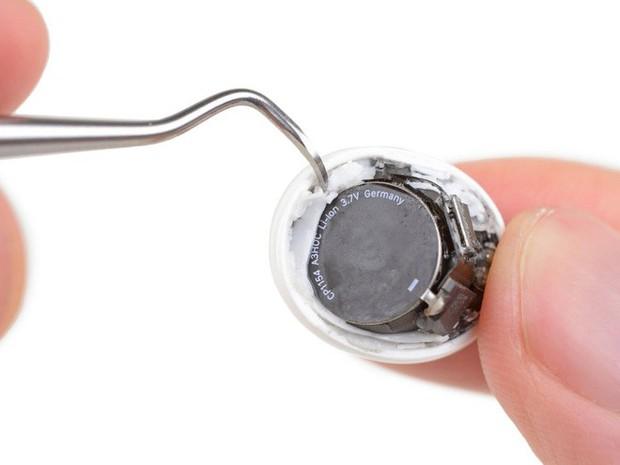 Mổ bụng AirPods Pro: Khả năng sửa chữa và thay pin là vô phương cứu chữa - Ảnh 3.