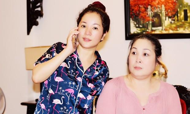 Đang say sưa bà tám, nghệ sĩ Hồng Vân té lăn vì chiếc ghế phản chủ khiến hội nghệ sĩ cười bò - Ảnh 4.