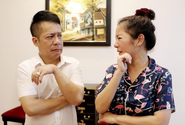 Đang say sưa bà tám, nghệ sĩ Hồng Vân té lăn vì chiếc ghế phản chủ khiến hội nghệ sĩ cười bò - Ảnh 3.