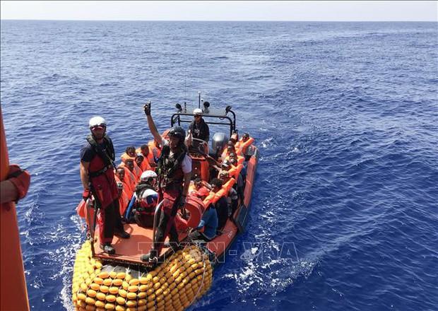 Hải quân Libya cứu 200 người di cư bất hợp pháp  - Ảnh 1.