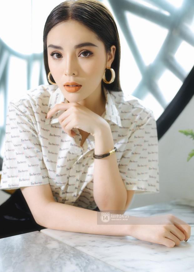 Bảng điểm shock của loạt sao nữ: Hoàng Thùy Linh là thủ khoa, Tóc Tiên đỗ 3 trường ĐH, Hari Won nói không sõi nhưng điểm tiếng Việt cực cao - Ảnh 10.