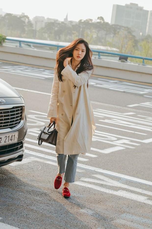 Trời mưa lạnh diện trench coat là chuẩn bài, và để mặc cho đẹp thì bạn phải học ngay các mỹ nhân Hàn - Ảnh 3.