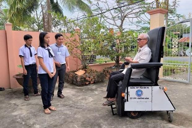Học sinh chế tạo xe lăn cho người già, khuyết tật đoạt giải đặc biệt - Ảnh 3.