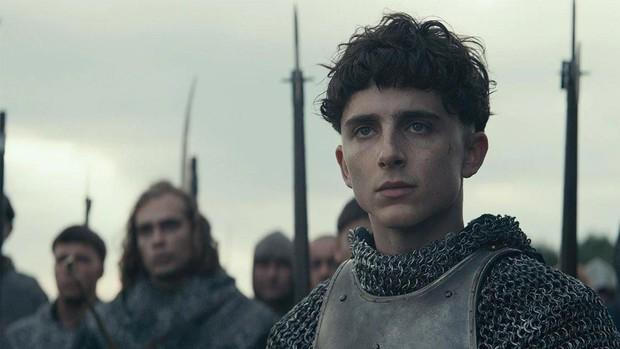 Timothée Chalamet đẹp xỉu nhưng diễn xuất như lên đồng ở The King - Ảnh 3.