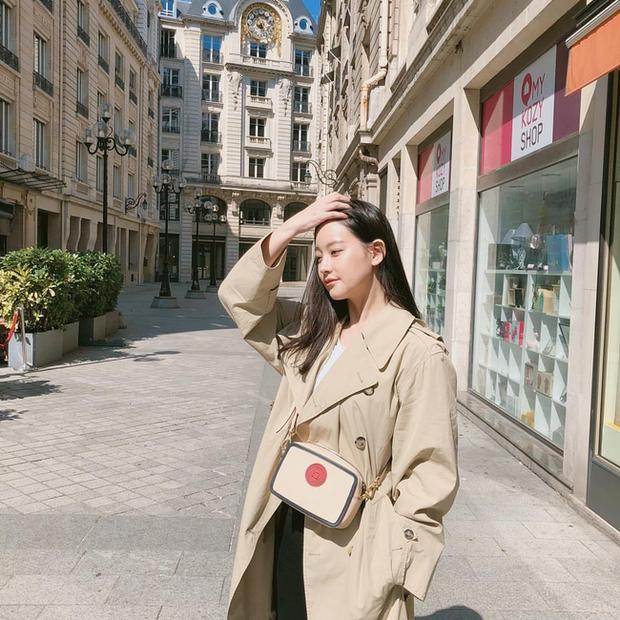 Trời mưa lạnh diện trench coat là chuẩn bài, và để mặc cho đẹp thì bạn phải học ngay các mỹ nhân Hàn - Ảnh 4.