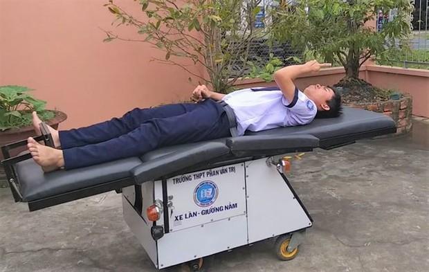 Học sinh chế tạo xe lăn cho người già, khuyết tật đoạt giải đặc biệt - Ảnh 4.