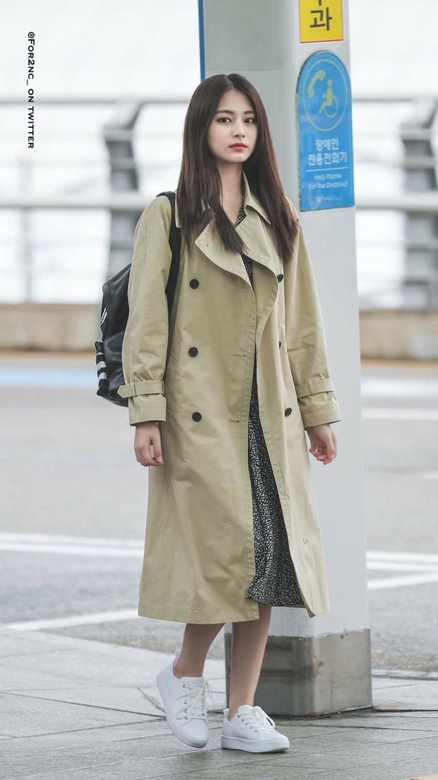 Trời mưa lạnh diện trench coat là chuẩn bài, và để mặc cho đẹp thì bạn phải học ngay các mỹ nhân Hàn - Ảnh 6.