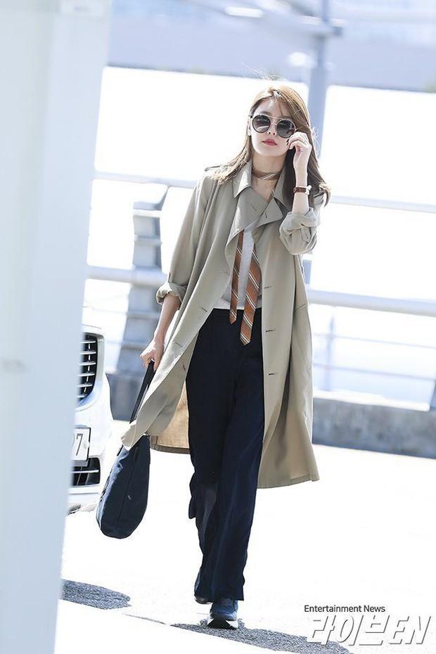 Trời mưa lạnh diện trench coat là chuẩn bài, và để mặc cho đẹp thì bạn phải học ngay các mỹ nhân Hàn - Ảnh 8.