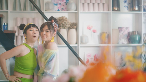 Chẳng còn thơ thơ thẩn thẩn nữa, Phạm Quỳnh Anh mời Trang Hý nhập hội gái ế trong MV mới toanh! - Ảnh 6.