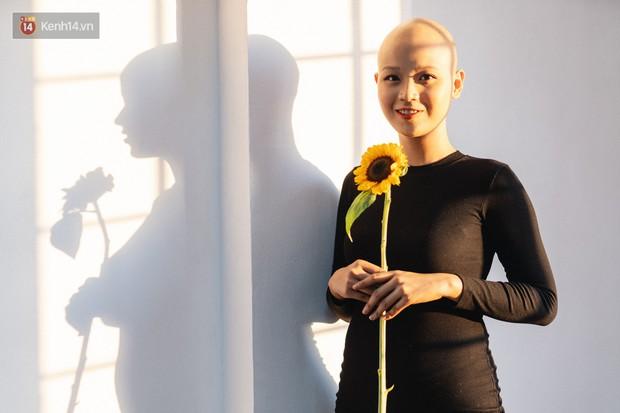 Nữ sinh ung thư vào chung kết cuộc thi sắc đẹp ĐH Ngoại Thương với mái đầu trọc: Em luôn tin mình sẽ khỏi bệnh - Ảnh 2.