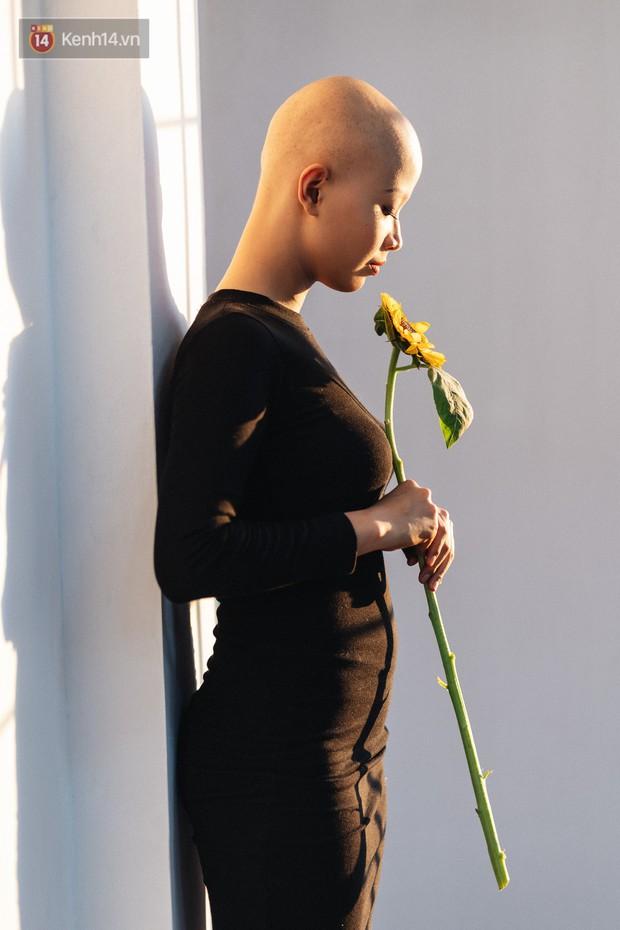 Nữ sinh ung thư vào chung kết cuộc thi sắc đẹp ĐH Ngoại Thương với mái đầu trọc: Em luôn tin mình sẽ khỏi bệnh - Ảnh 4.
