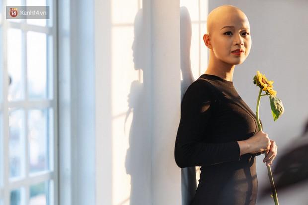 Nữ sinh ung thư vào chung kết cuộc thi sắc đẹp ĐH Ngoại Thương với mái đầu trọc: Em luôn tin mình sẽ khỏi bệnh - Ảnh 8.