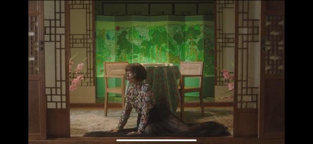 Nếu Kpop có Jennie thay tới 22 bộ outfit trong MV Solo thì Vpop có Min chơi lớn mặc 12 bộ váy khác nhau trong Vì Yêu Cứ Đâm Đầu - Ảnh 12.