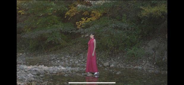 Nếu Kpop có Jennie thay tới 22 bộ outfit trong MV Solo thì Vpop có Min chơi lớn mặc 12 bộ váy khác nhau trong Vì Yêu Cứ Đâm Đầu - Ảnh 10.
