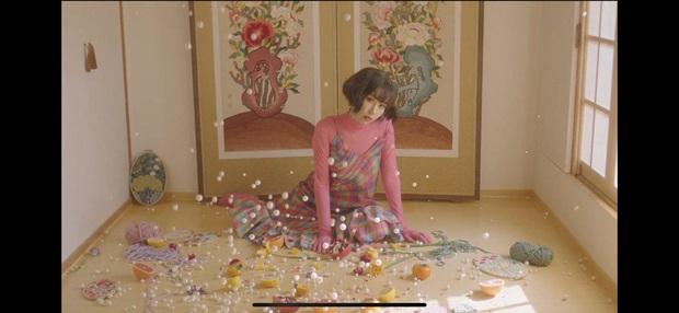 Nếu Kpop có Jennie thay tới 22 bộ outfit trong MV Solo thì Vpop có Min chơi lớn mặc 12 bộ váy khác nhau trong Vì Yêu Cứ Đâm Đầu - Ảnh 3.
