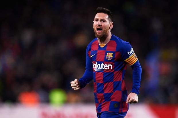 Messi lập cú đúp siêu phẩm sút phạt để cân bằng kỷ lục hat-trick với CR7 và giúp Barcelona giữ vững ngôi đầu La Liga - Ảnh 1.