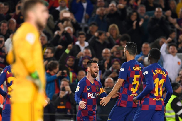 Messi lập cú đúp siêu phẩm sút phạt để cân bằng kỷ lục hat-trick với CR7 và giúp Barcelona giữ vững ngôi đầu La Liga - Ảnh 6.
