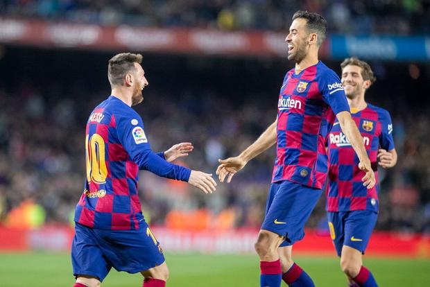 Messi lập cú đúp siêu phẩm sút phạt để cân bằng kỷ lục hat-trick với CR7 và giúp Barcelona giữ vững ngôi đầu La Liga - Ảnh 7.